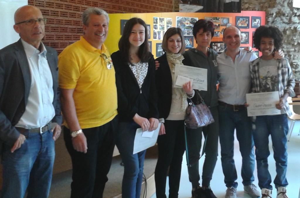 Il Preside Davide Chiappelli, Massimo Ferracini, Cristina Gibellini, Nicoletta Lasagni, Stefano Bortolamasi, hanno premiato: Anna Beatrice Grandi, Andrè Niedda e Sofia Scacchetti.